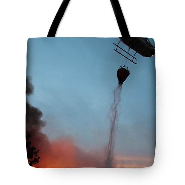 Helicopter Drops Water On White Draw Fire Tote Bag