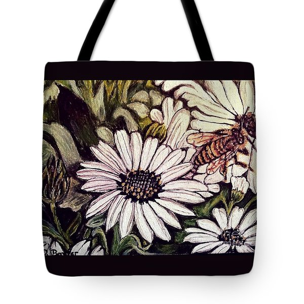 Honeybee Cruzing The Daisies Tote Bag