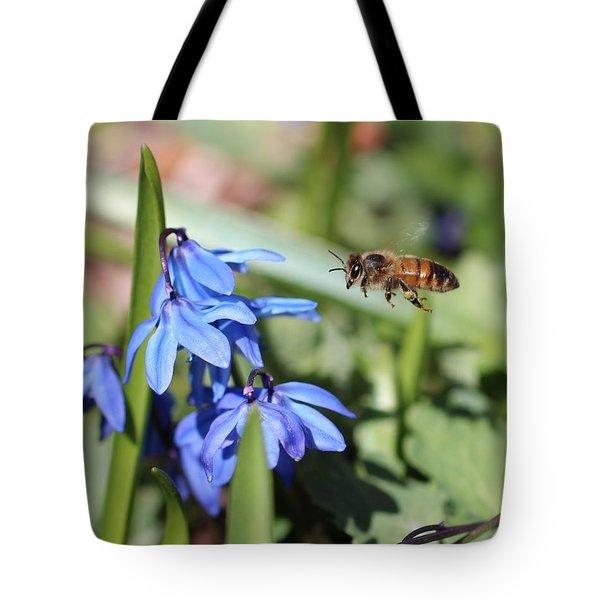 Honeybee In Flight Tote Bag
