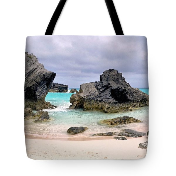 Horseshoe Beach In Bermuda Tote Bag