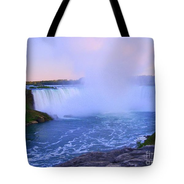 Horseshoe Falls Sunset In The Summer Tote Bag by Lingfai Leung