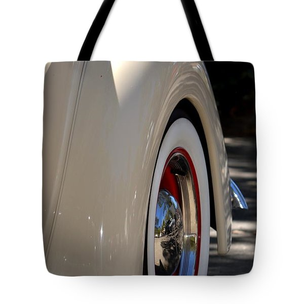 Tote Bag featuring the photograph Hr-40 by Dean Ferreira