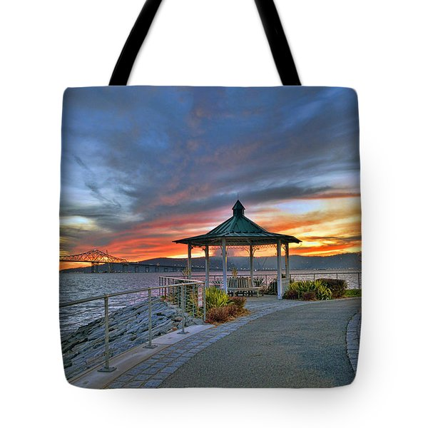 Hudson River Fiery Sky Tote Bag by Jeffrey Friedkin