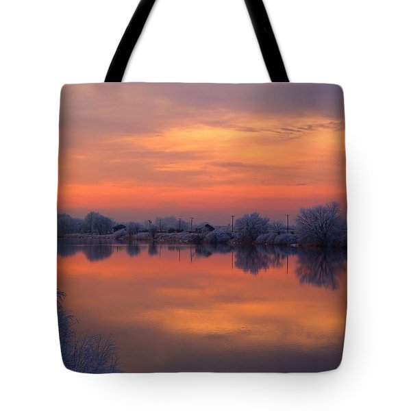 Tote Bag featuring the photograph Iridescent Sunset by Lynn Hopwood