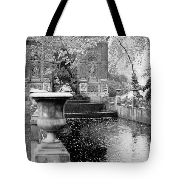 Jardin De Medicis Paris Tote Bag