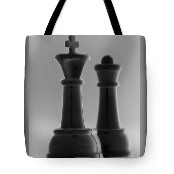 King And Queen In Black And White Tote Bag by Rob Hans