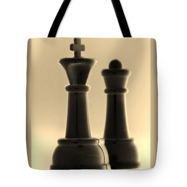 King And Queen In Sepia Tote Bag by Rob Hans