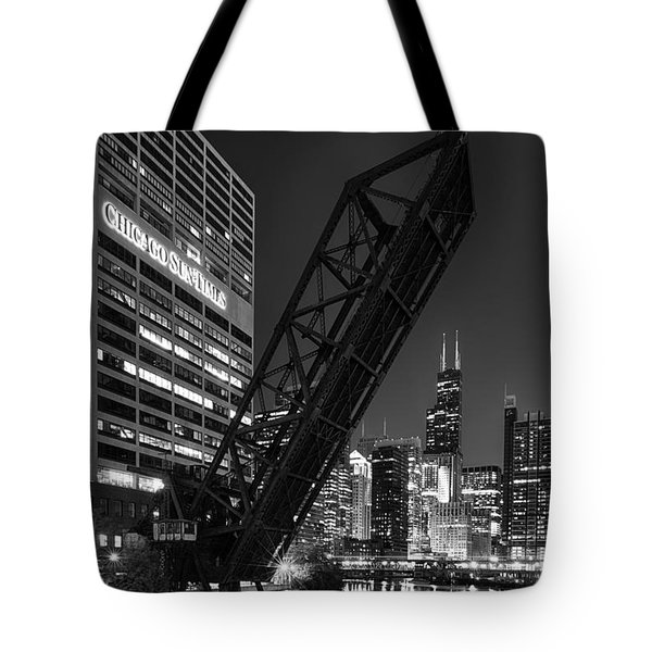 Kinzie Street Railroad Bridge At Night In Black And White Tote Bag by Sebastian Musial
