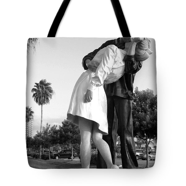 Kissing Sailor And Nurse Tote Bag by Christiane Schulze Art And Photography