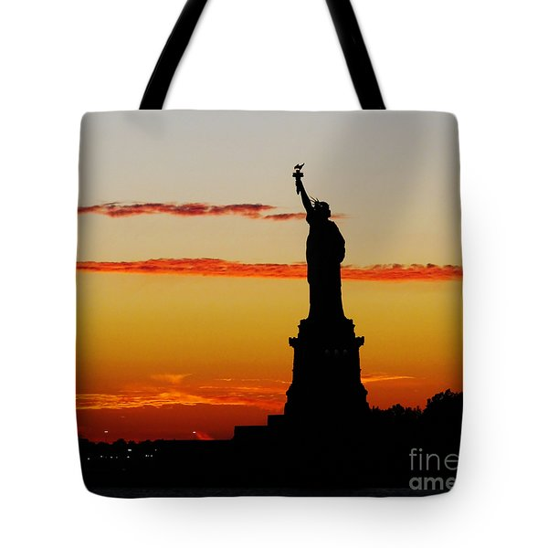 Lady Liberty At Sunset Tote Bag