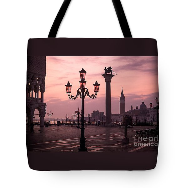 Lamppost Of Venice Tote Bag