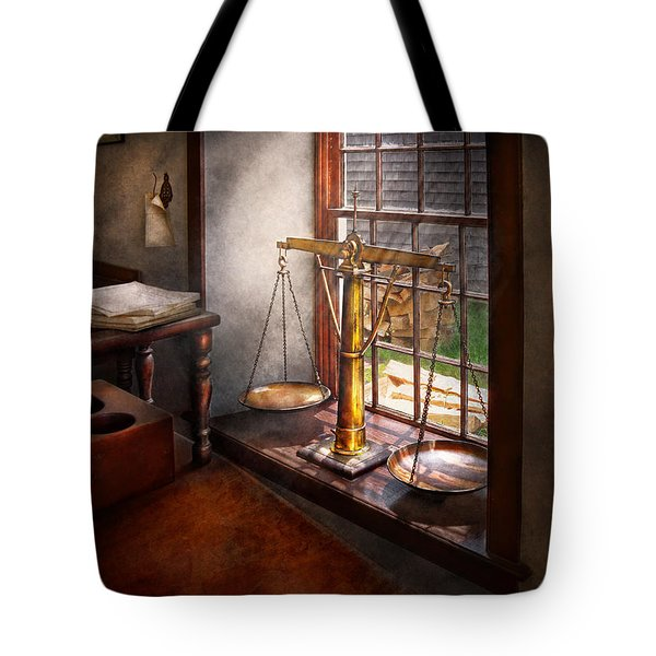 Lawyer - Scales Of Justice Tote Bag