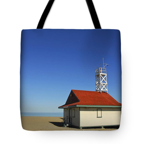 Leuty Lifeguard Station In Toronto Tote Bag by Elena Elisseeva