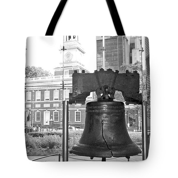 Liberty Bell And Independence Hall Bw Tote Bag