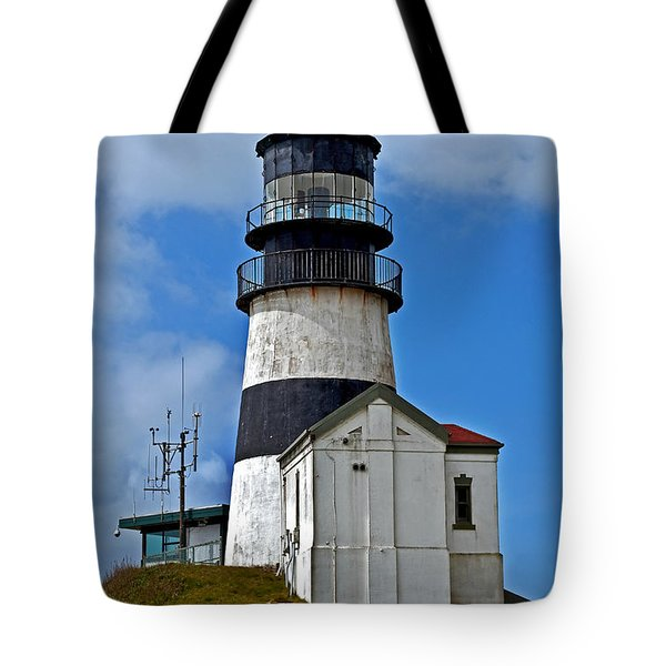 Tote Bag featuring the photograph Lighthouse At Cape Disappointment Washington by Valerie Garner