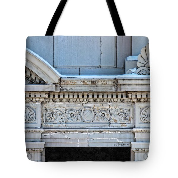 Lincoln County Courthouse Door Arch Tote Bag