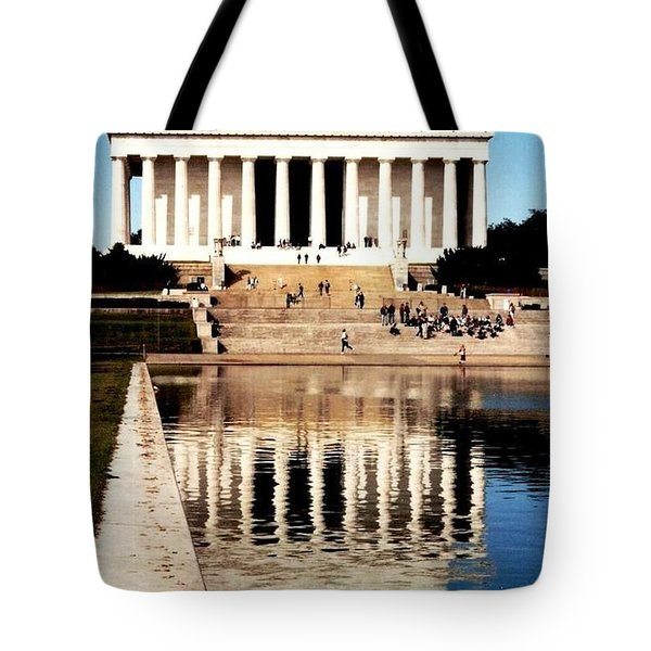 Tote Bag featuring the photograph Lincoln Memorial by Daniel Thompson