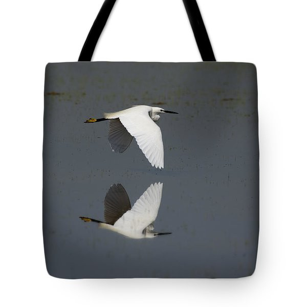 Little Egret In Flight Tote Bag