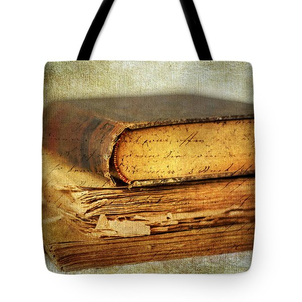 Livres Tote Bag by Jessica Jenney