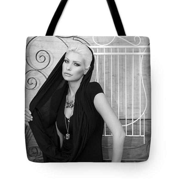 Lovely Bw Liberace Home Palm Springs Tote Bag by William Dey