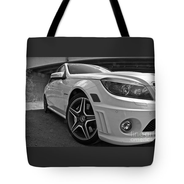 Tote Bag featuring the photograph Low Profile by Linda Bianic