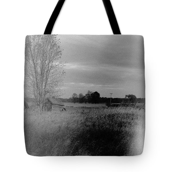 Tote Bag featuring the photograph Maple Ridge Rd Farm by Daniel Thompson