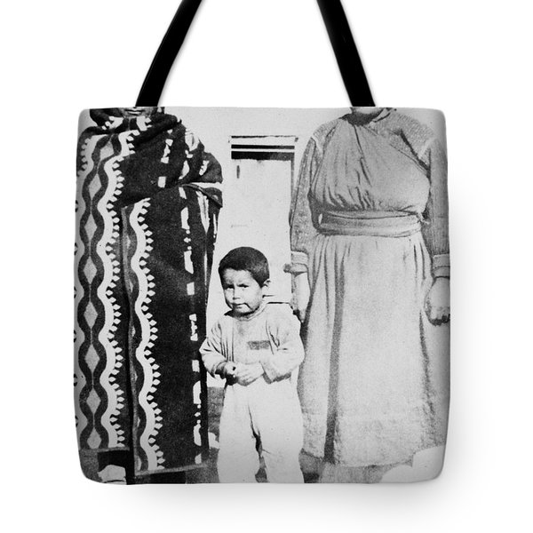 Tote Bag featuring the photograph Maria Martinez (1887-1980) by Granger