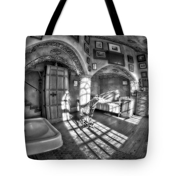 Master Bedroom At Fonthill Castlebw Tote Bag by Susan Candelario