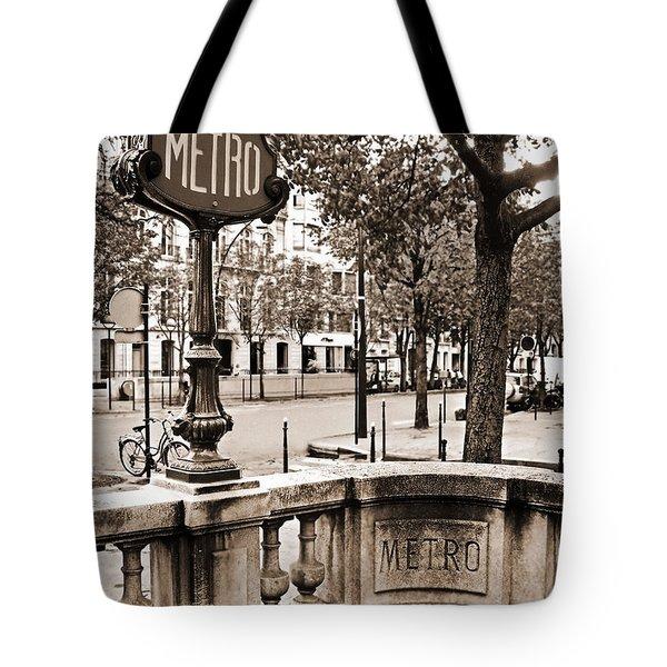 Metro Franklin Roosevelt - Paris - Vintage Sign And Streets Tote Bag