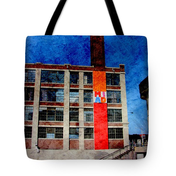 Miad 1 W Metal Tote Bag