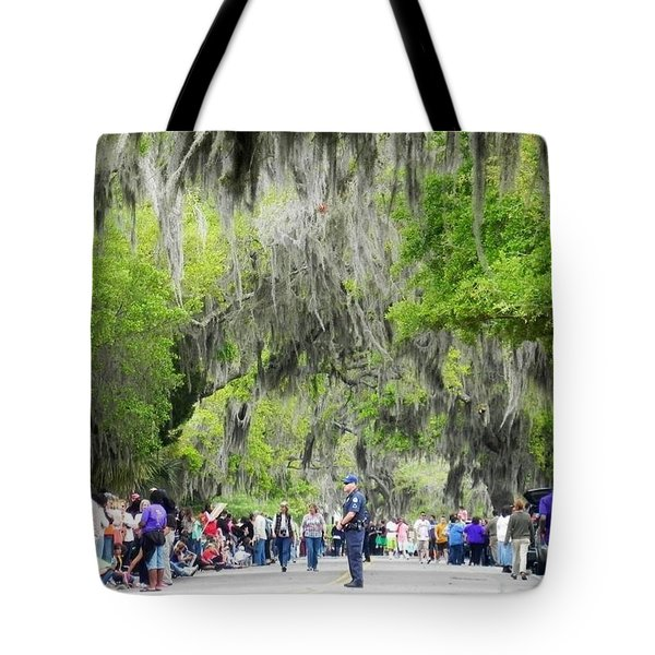 Moss And Massive Crowd Tote Bag by Patricia Greer