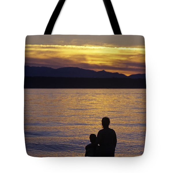 Mother And Daughter Holding Each Other Along Edmonds Beach At Su Tote Bag