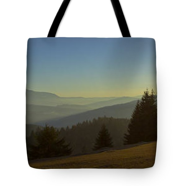Mountain Panorama At Sunset With Beautiful Sun Glare Tote Bag