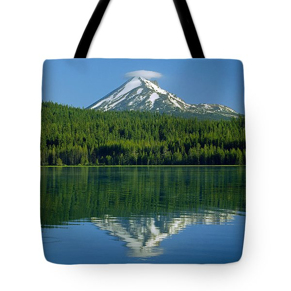 1m5705-h-mt. Mcloughlin From Lake Of The Woods Tote Bag