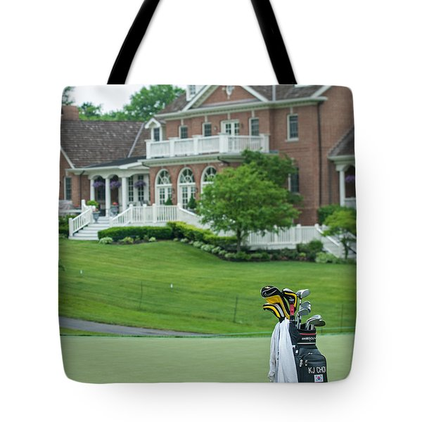 D12w-289 Golf Bag At Muirfield Village Tote Bag