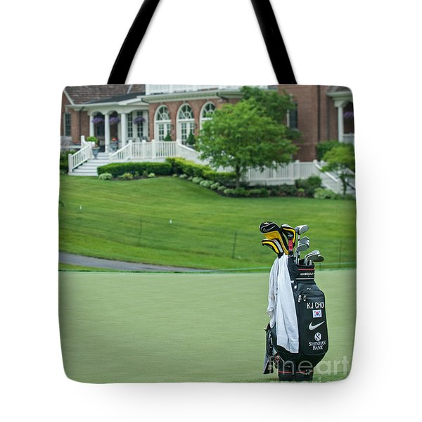 D12w-289 Golf Bag At Muirfield Village Tote Bag