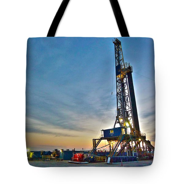 Tote Bag featuring the photograph Nabors Rig In West Texas by Lanita Williams