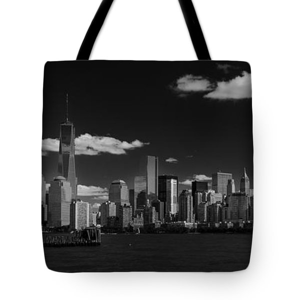 New York 1 Black And White Tote Bag
