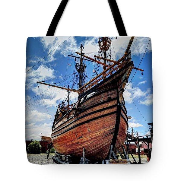 Noa Victoria Tote Bag