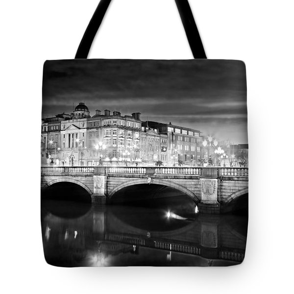 O Connell Bridge At Night - Dublin - Black And White Tote Bag