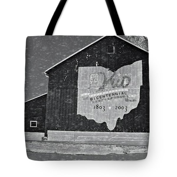 Ohio Barn In Winter Tote Bag by Dan Sproul
