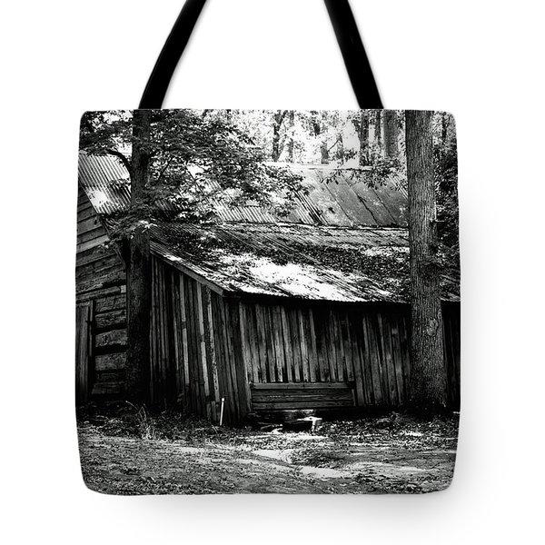 Old Barn In Georgia Tote Bag