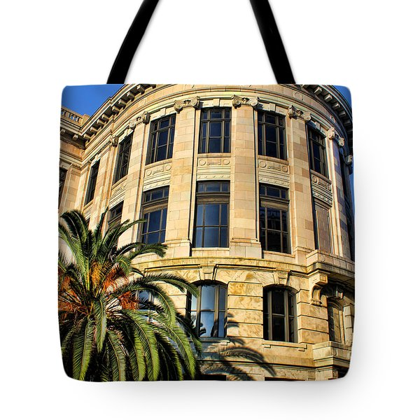 Old Courthouse-new Orleans Tote Bag