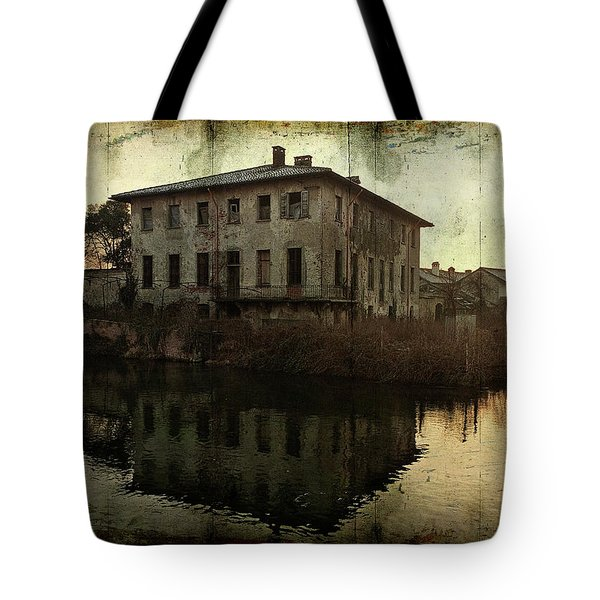 Old House On Canal Tote Bag