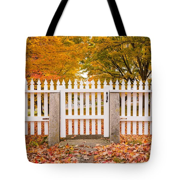 Old New England White Picket Fence Tote Bag