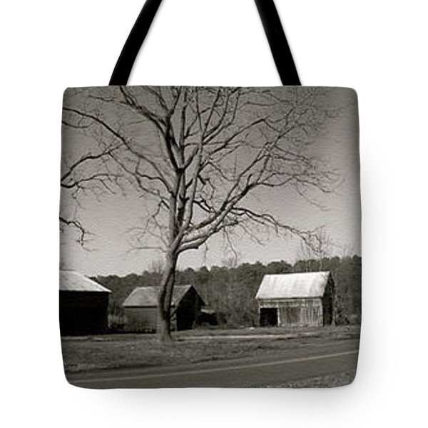 Old Red Barn In Black And White Long Tote Bag