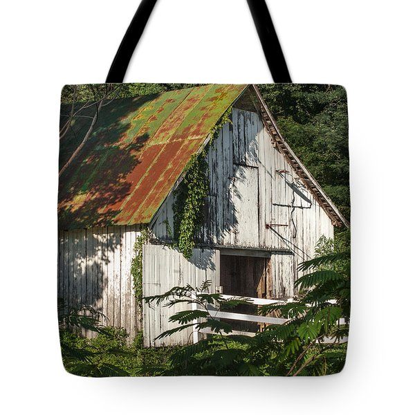 Old Whitewashed Barn In Tennessee Tote Bag