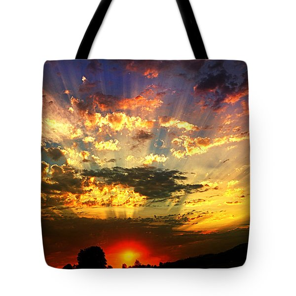 Oregon Crepuscular Sunset Tote Bag