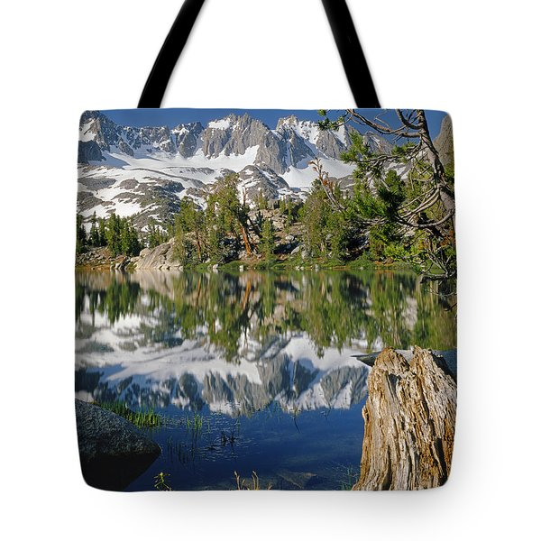 2m6443-v-palisade Peaks And Summit Lake V Tote Bag