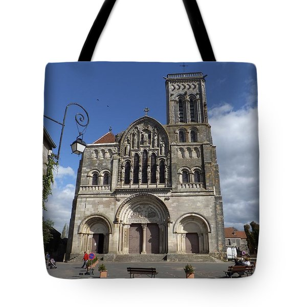 parvis de la Basilique Sainte-Marie-Madeleine de Vezelay Tote Bag